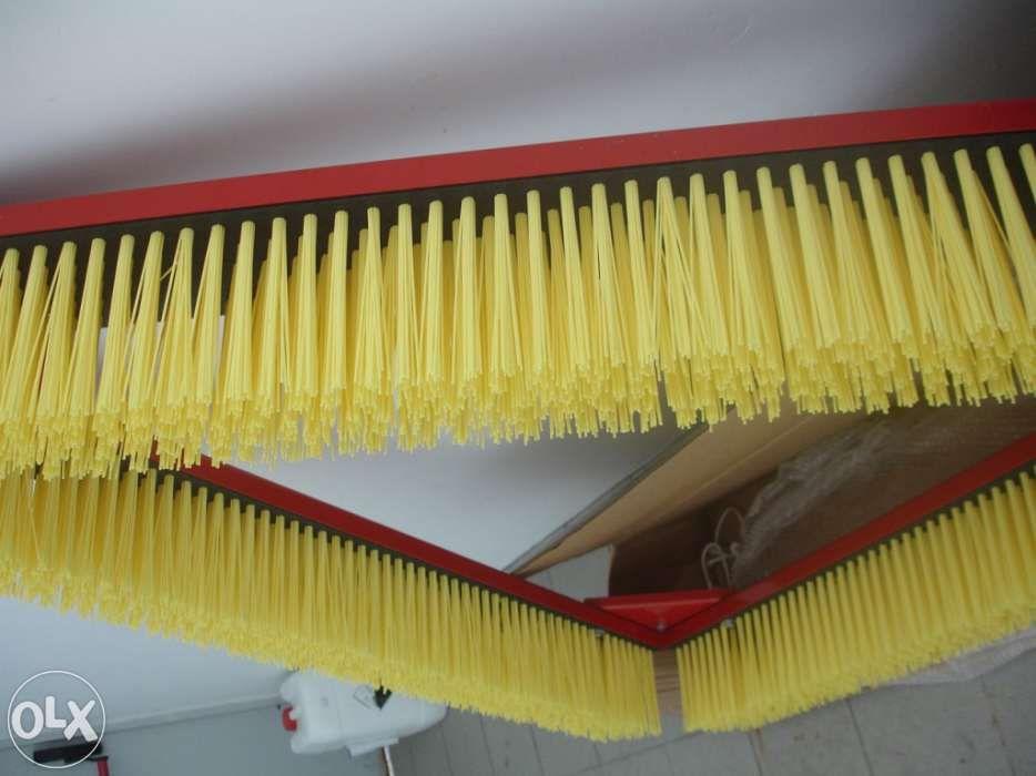 Equipamento de escovagem para relvados sintéticos