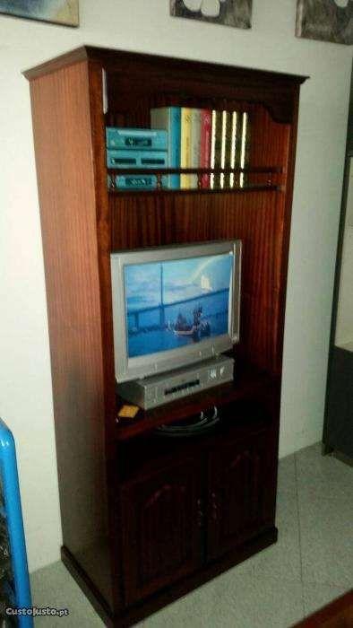 Móvel de tv em mogno