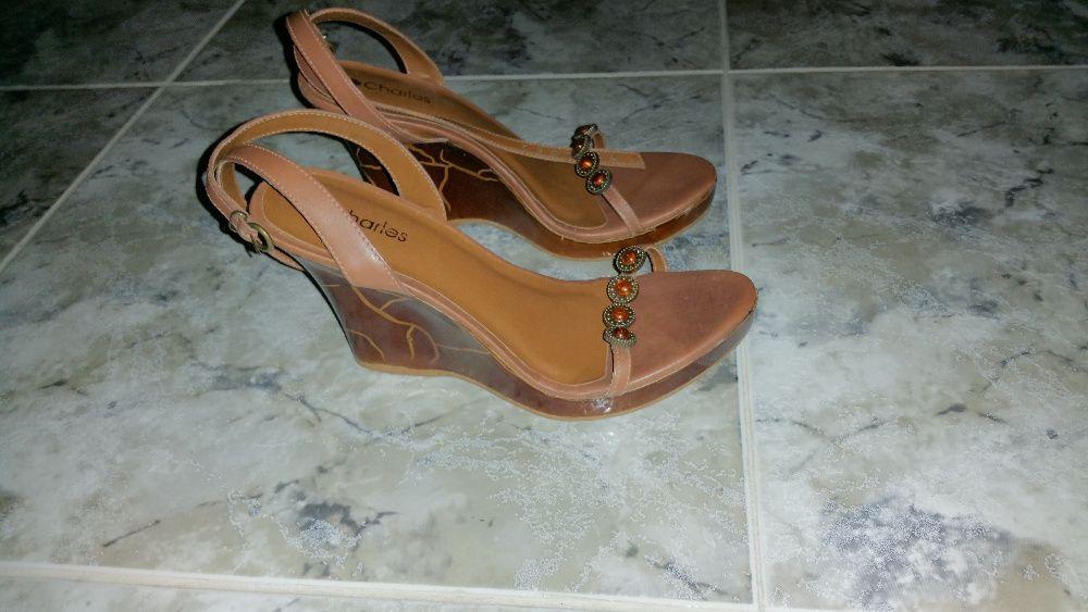 calçado - sandalias castanhas tam. 39 + Chinelos tam. 38 (varios)