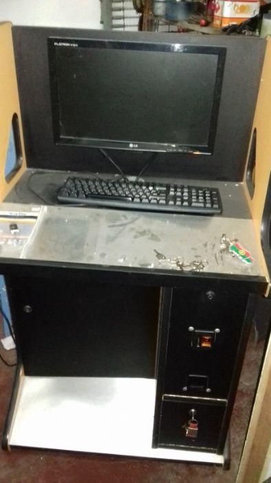 Computador com secretária