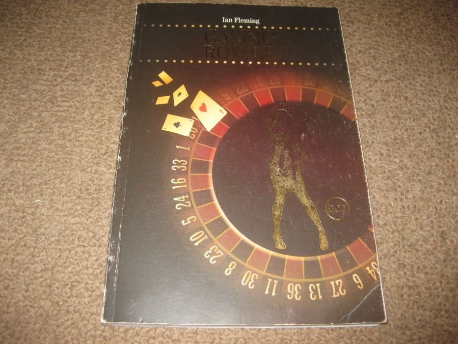 "Livro ""Casino Royale"" de Ian Fleming"
