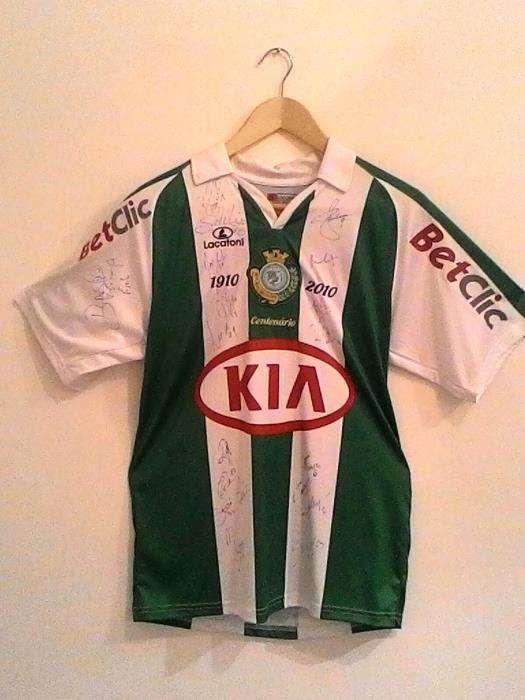 Camisola assinada do Vitoria de Setubal pela equipa.