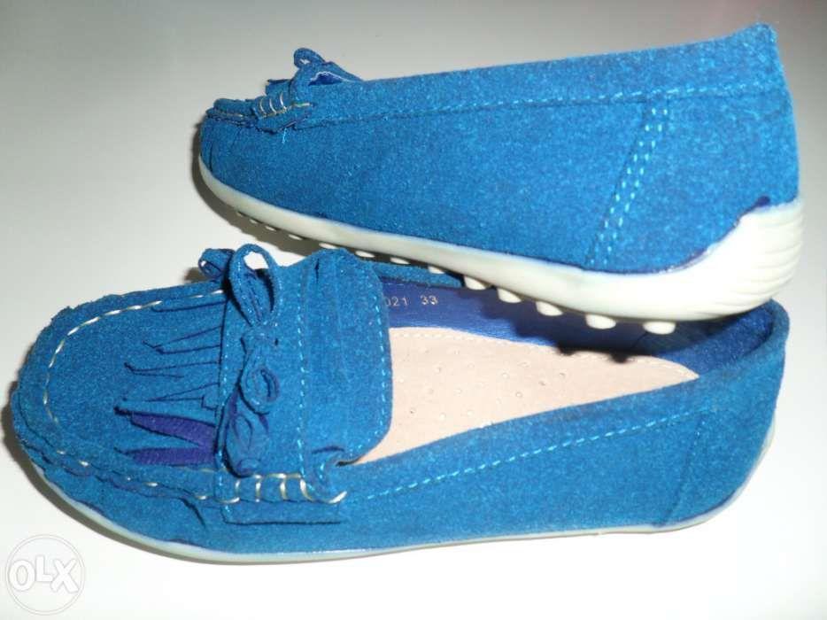 Sapatos azulão n.º 33 macios e completamente novos para esta primavera