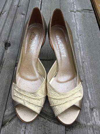 Buty na wesele za mniej niż 100 złotych