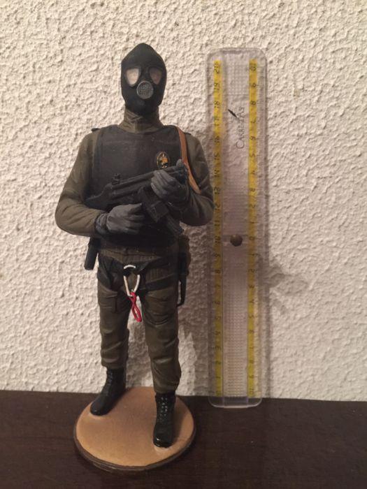 Figura GIOE - Grupo de Intervenção de Operações Especiais da GNR Parque das  Nações • OLX Portugal bbfcf5f614f
