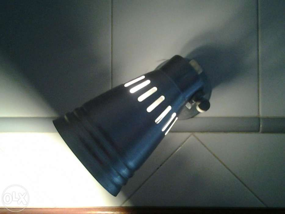 Aplique em alumínio c/interruptor+lampada 8€