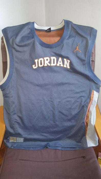 Vendo camisa jordan e starter (usada)