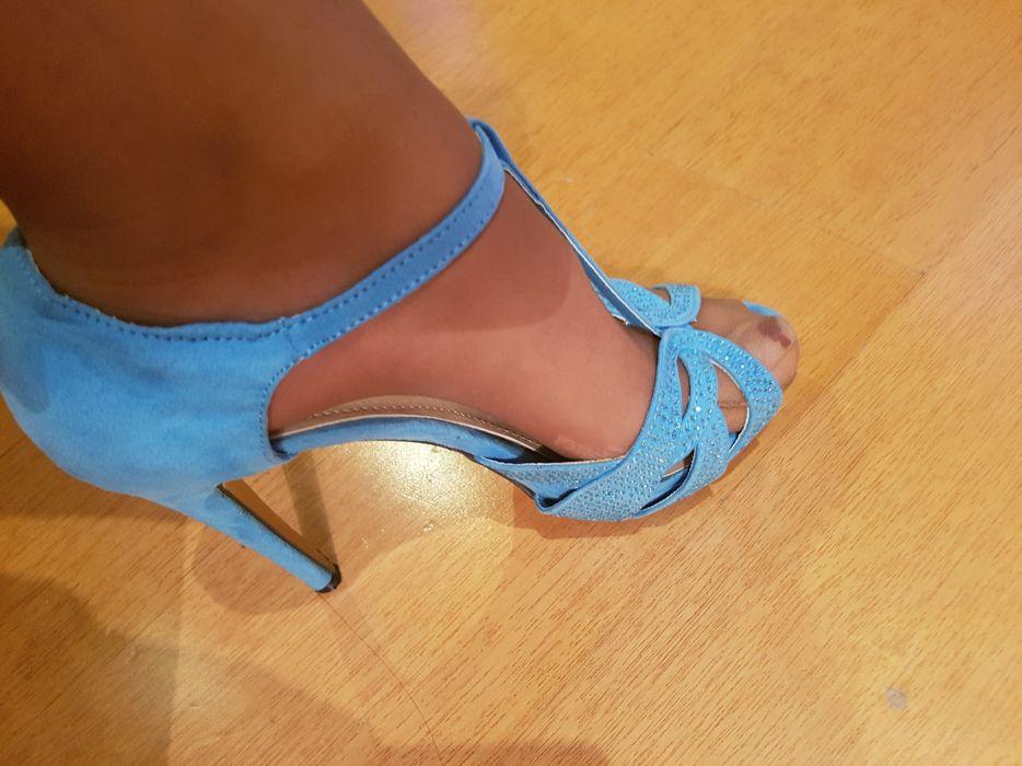 3fc47e623 Vende se sapatos azul bebé com brilhantes Castêlo Da Maia • OLX Portugal