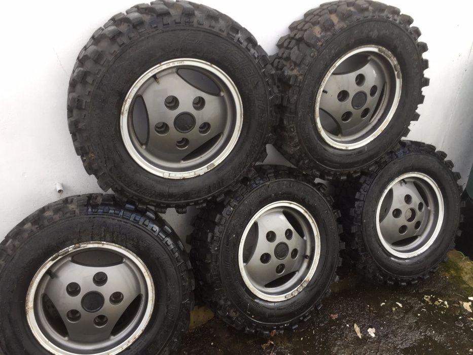 5 Jantes com pneus Range Rover Classic