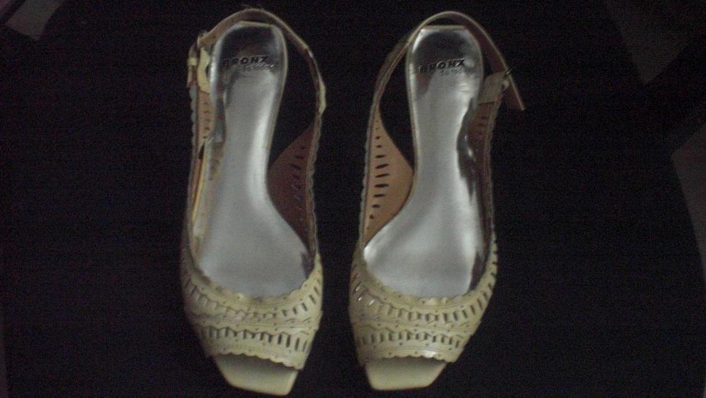 32bff50e2 Sapatos de cor creme marca do El Corte Inglês 1/3 do preço Carnaxide E  Queijas • OLX Portugal