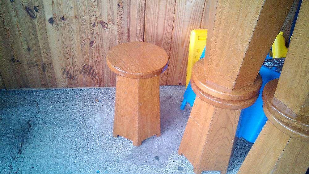 Bancos de madeira rusticos