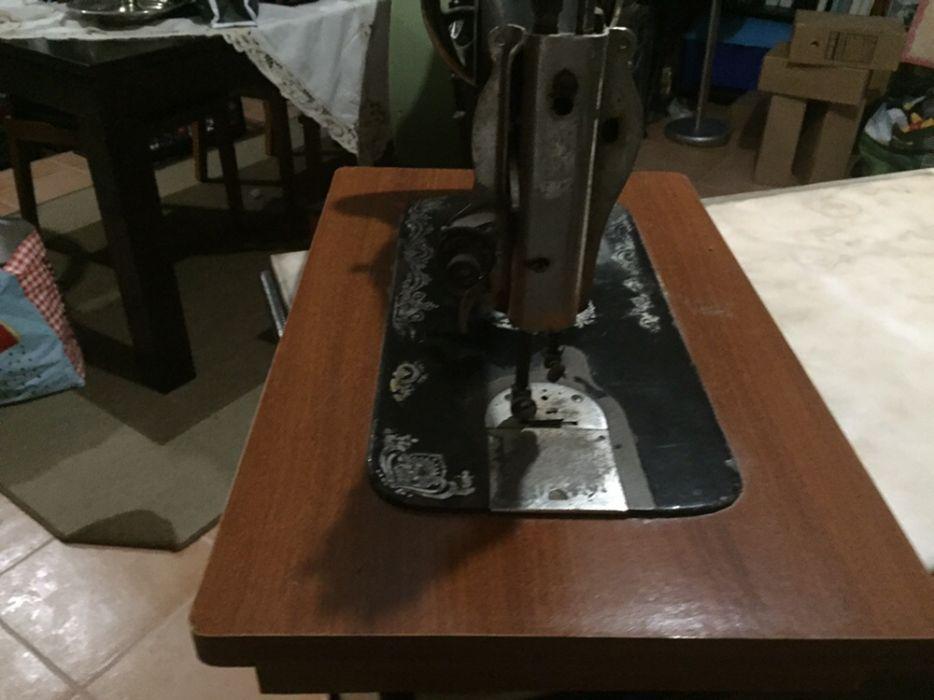 Cabeça de máquina de costura antiga