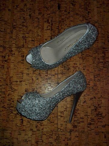 0c8290578 Sapatos de cerimonia prateados elegantes com brilhantes Arcozelo das Maias  - imagem 5