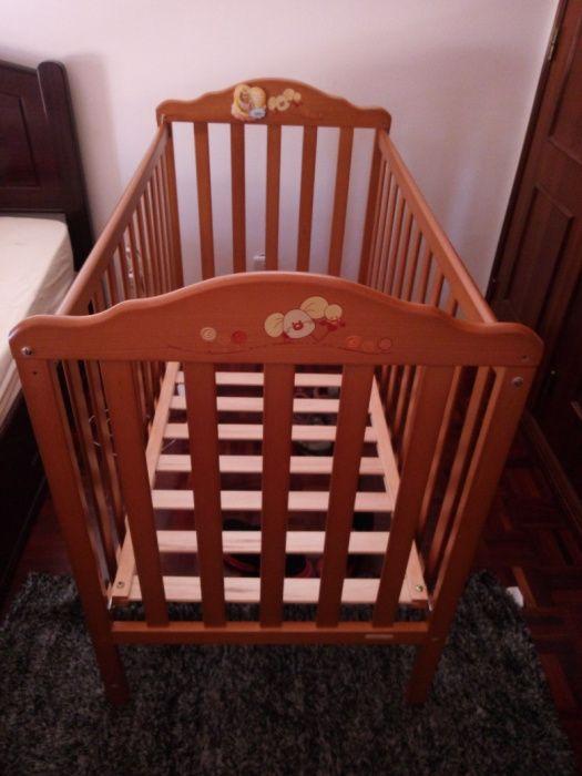Cama de crianca com colchão e comoda