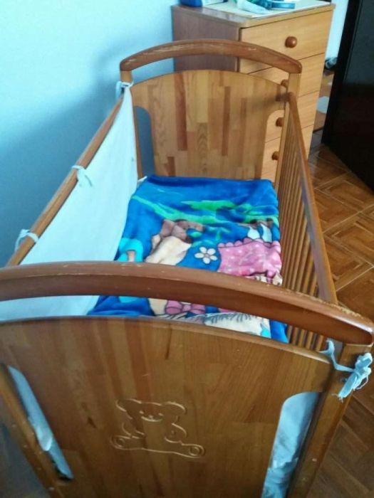 Cama para bebé com colchão