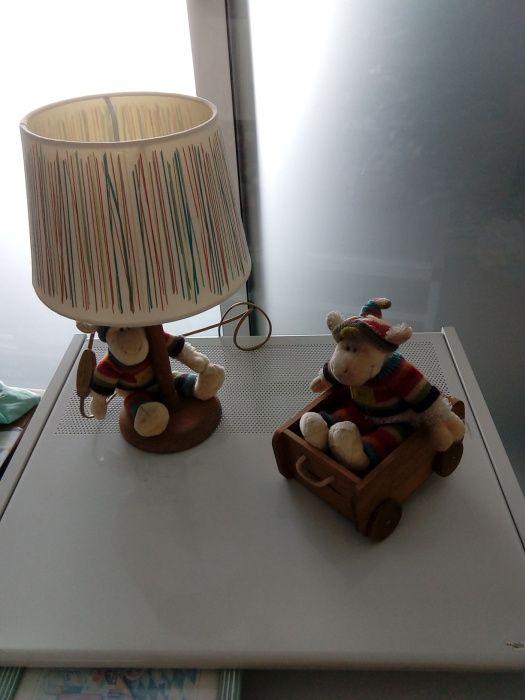 Candeeiro mesa de criança e mealheiro .