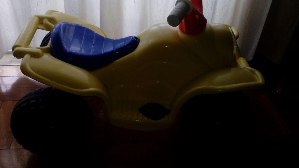 Moto 4 para criança