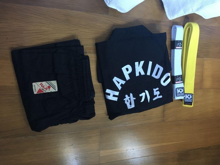 Fato de Hapkido com cintos branco e amarelo