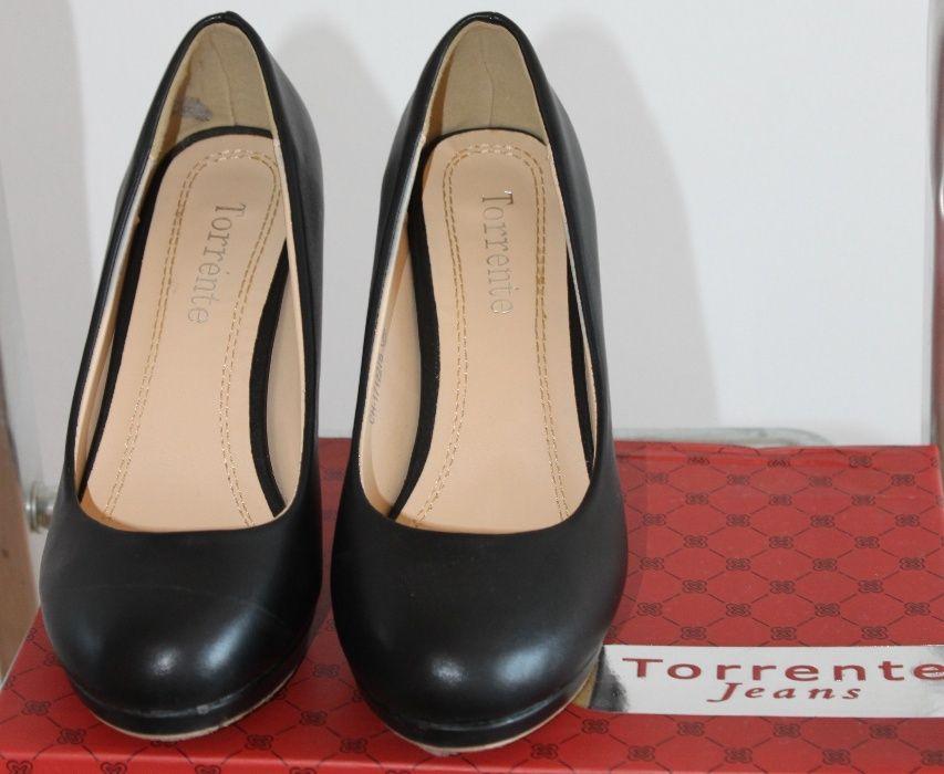 af68231c9 Sapatos Novos salto médio Preto Amora • OLX Portugal