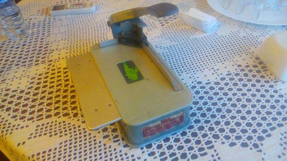 dc7d3119a Maquina de cortar cantos de cartões patente Americana - Corroios - Maquina  de cortar cantos para