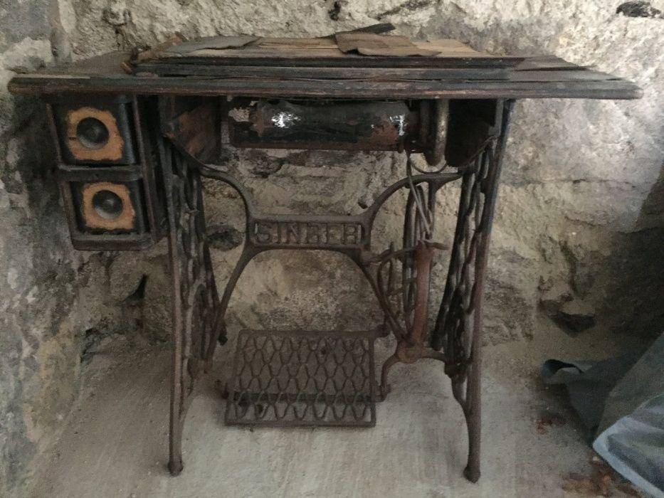 Antiguidades - Móvel l SINGER