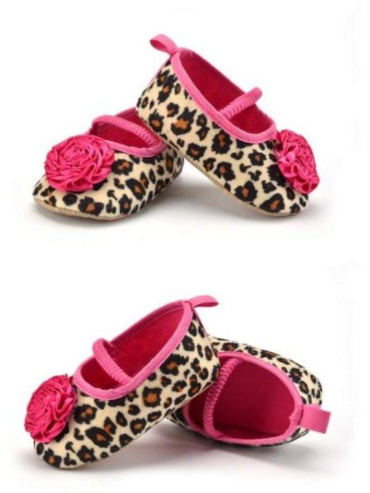Sapatos de bebe - 8 euros Novo e embalados Confortável respirável. T