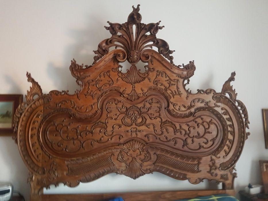 Mobília de Quarto de Casal D. José em Madeira de Castanho Maciça