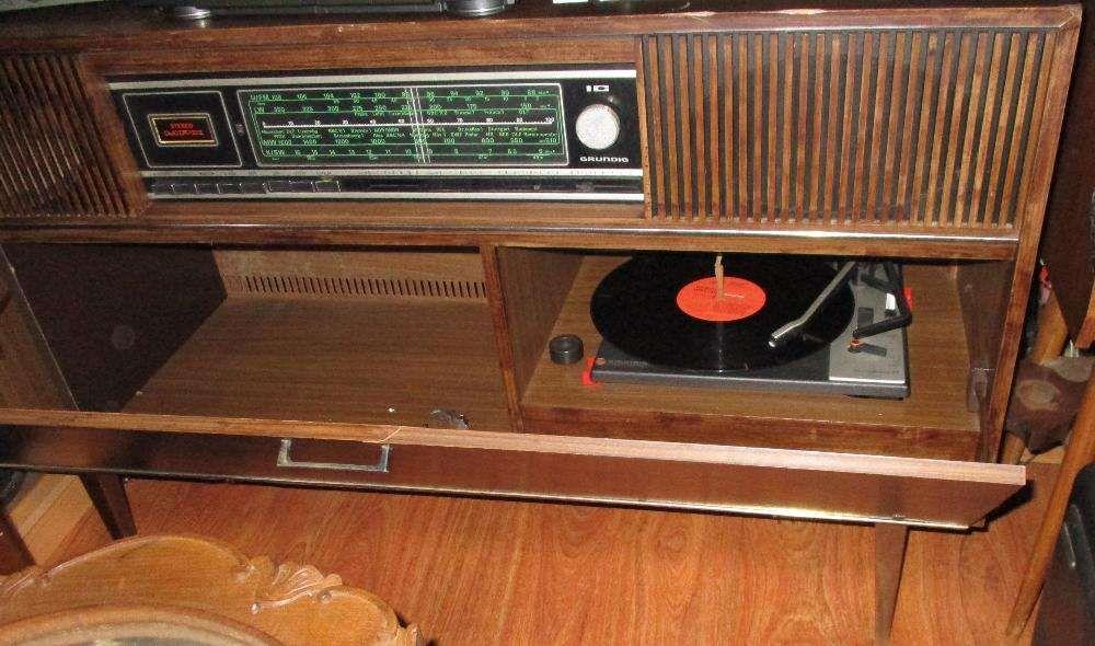 Radio gira discos antigo