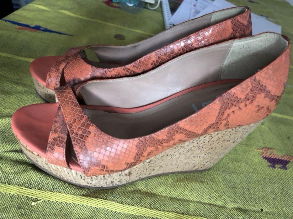 a9b429401df2 Sapatos 37 Compra, venda e troca de anúncios - encontre o melhor preço