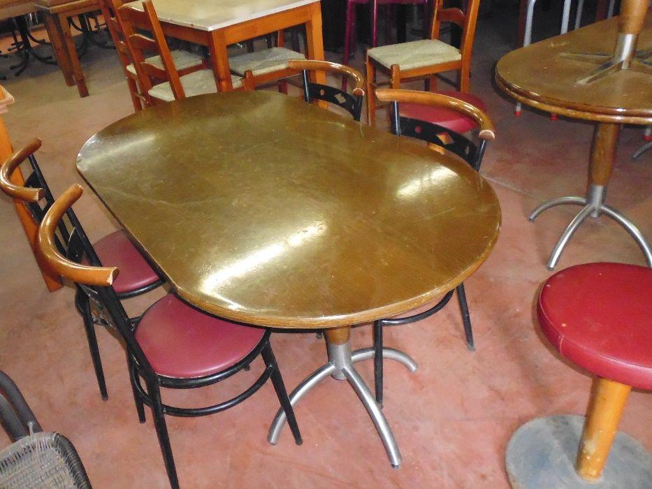 Mesas e cadeiras baixas para bar ou infantario