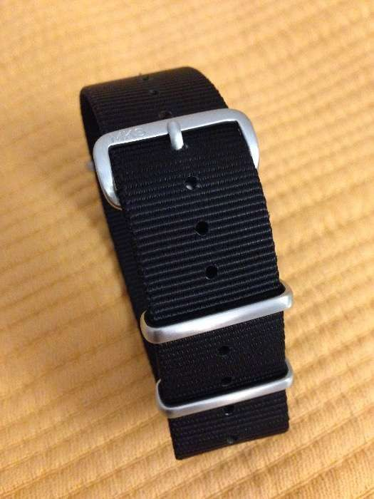 ad86048abe4 Bracelete Nato preta 22mm de marca e alta qualidade para relogios
