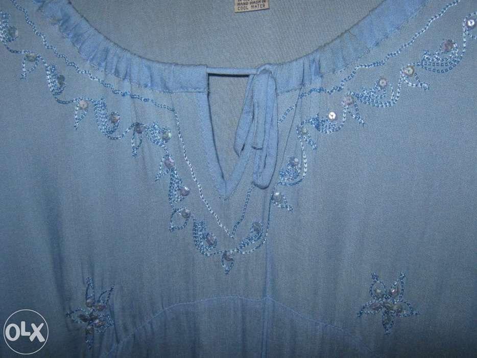 Blusa azul com lantejoulas