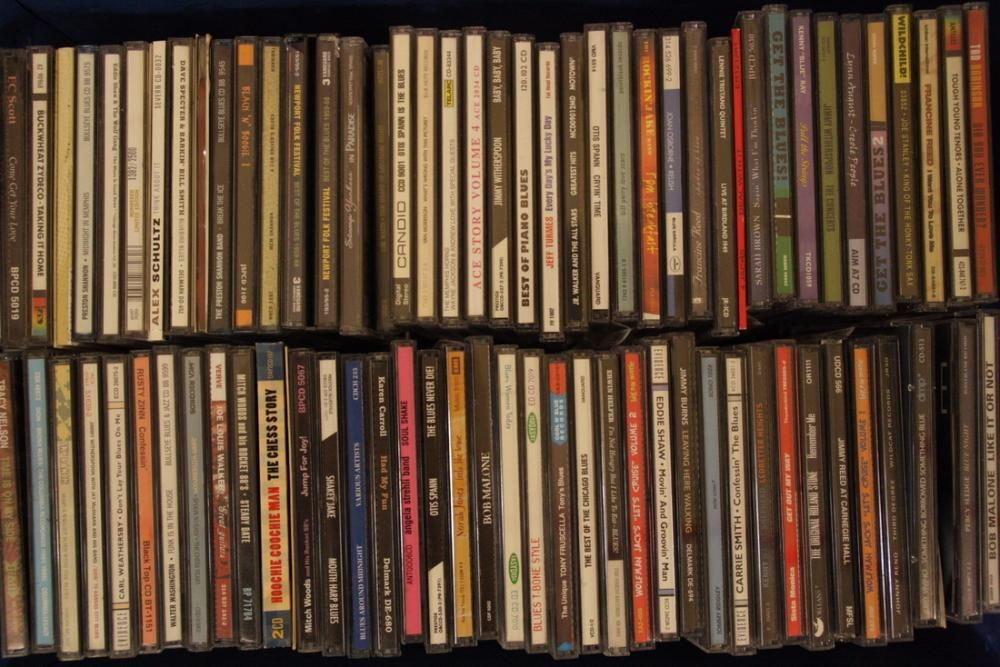 Mais de 200 CDs e DVDs para venda!