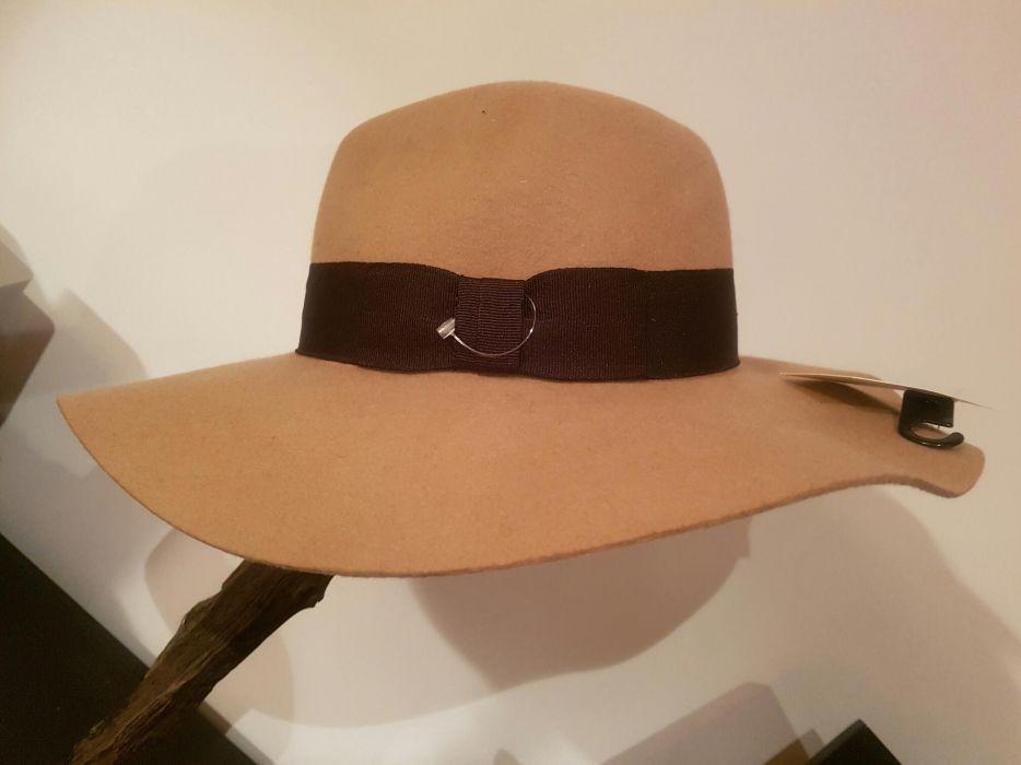 Chapéu H&M a estrear com etiqueta. Presentes de NATAL!