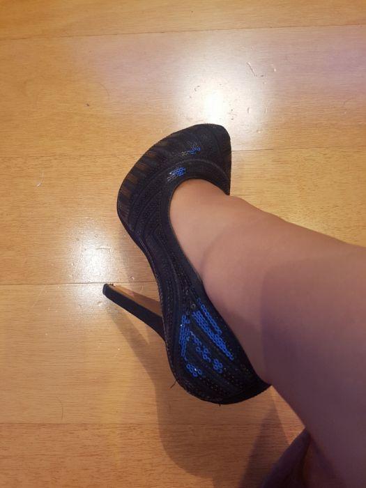 59bf8b3b6 Vende se sapatos pretos com lantejoulas numero 38 Castêlo Da Maia • OLX  Portugal