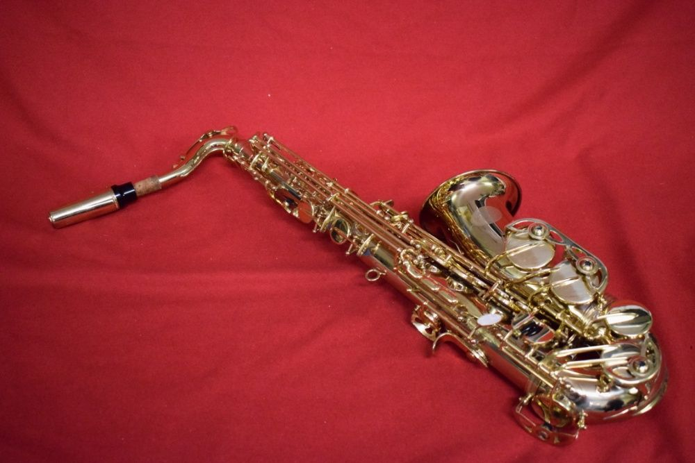 Saxofhone Alto Marca Virus. N 36