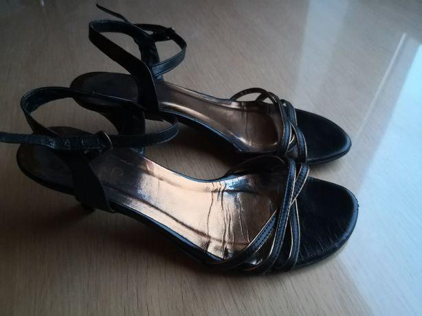BATA sandały na drewnianym słupku skóra nude w Sandały