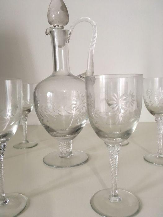 Serviço de copos e jarra