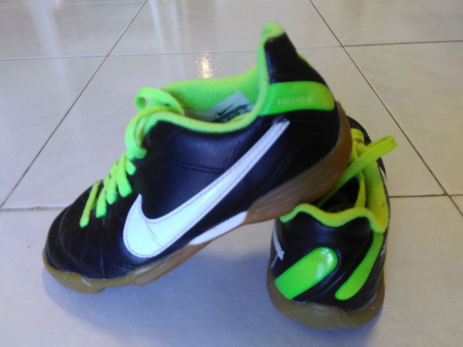 Chuteira de futsal Nike para criança