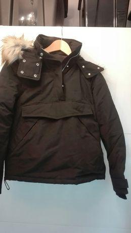 czarna kurtka slizga