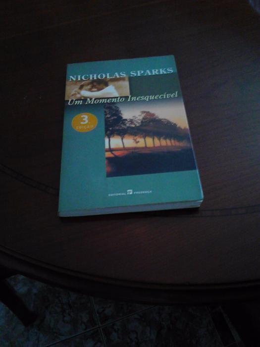 """Livro """"Um momento Inesquecivel"""" de Nicholas Sparks"""