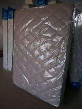 Colchão de molas novo de fábrica 195 cm x 150 cm