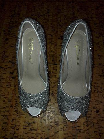 93ea0e299 Sapatos de cerimonia prateados elegantes com brilhantes Arcozelo das Maias  - imagem 3