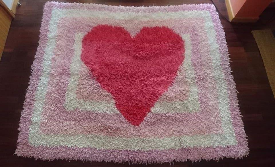 Carpete com coração feita à mão