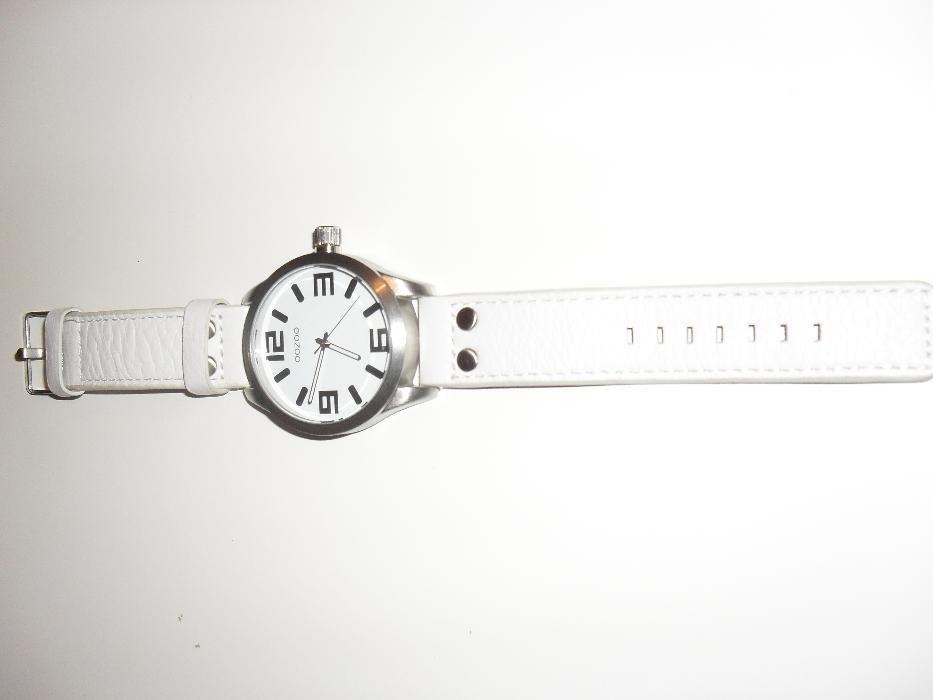 b2da4c1a47d Relógio NOVO Branco OOZOO Glória E Vera Cruz • OLX Portugal