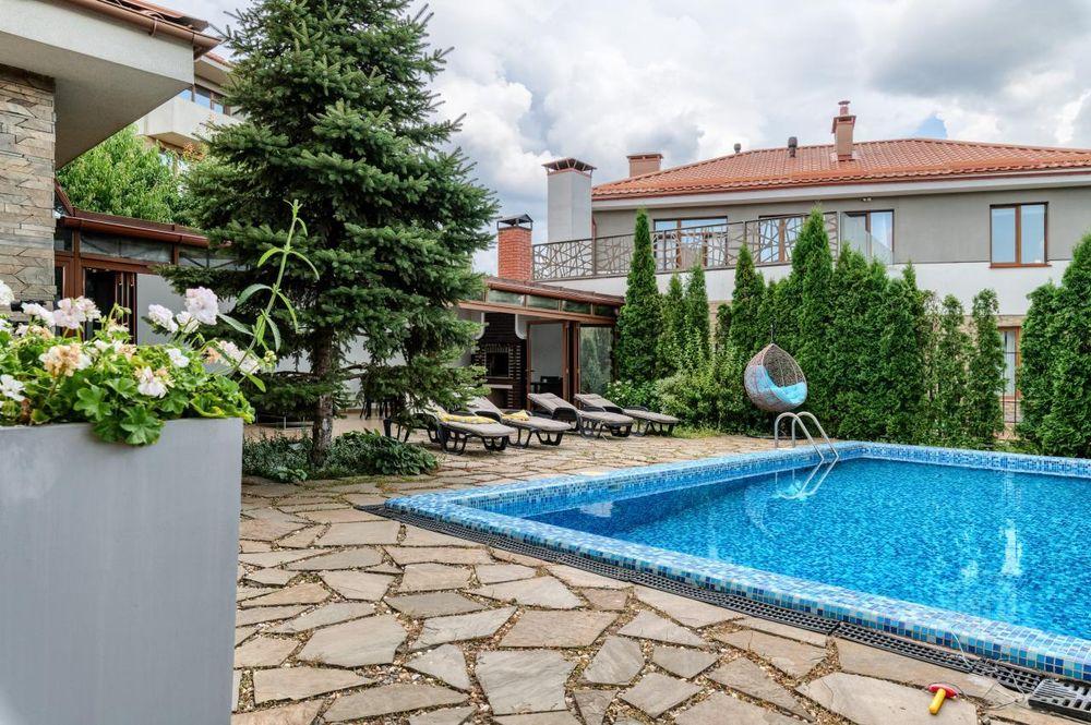 Будинок площею 340 м2 у Іванковичах продають на olx за 650 тис доларів