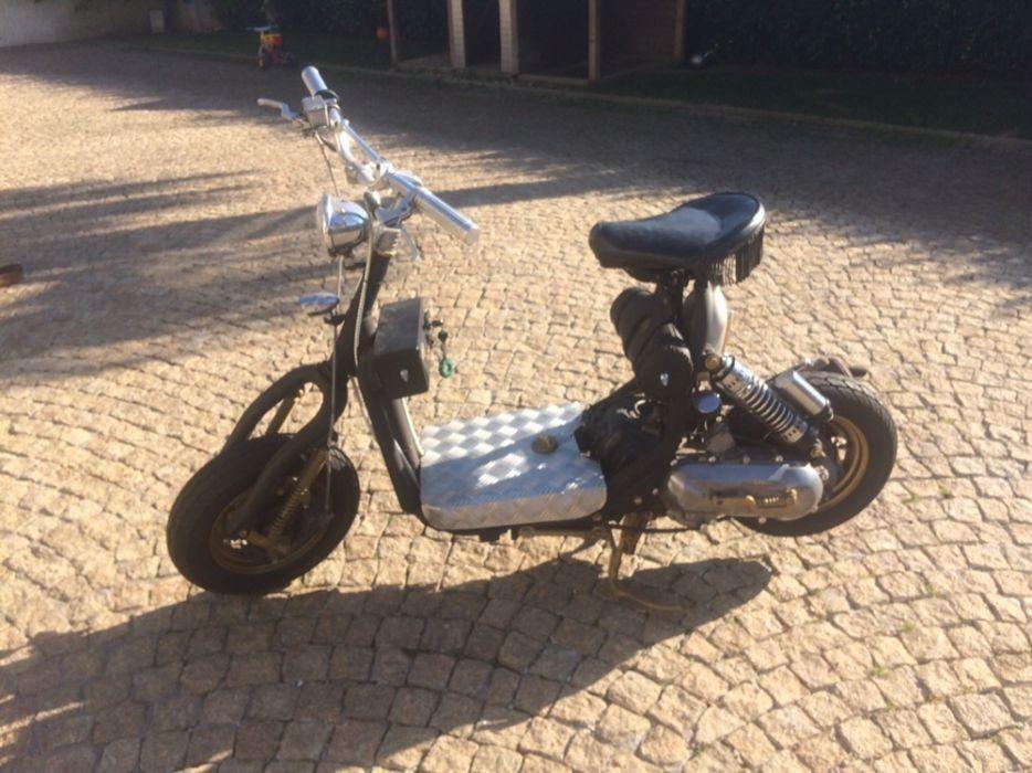 Moto scooter transformada