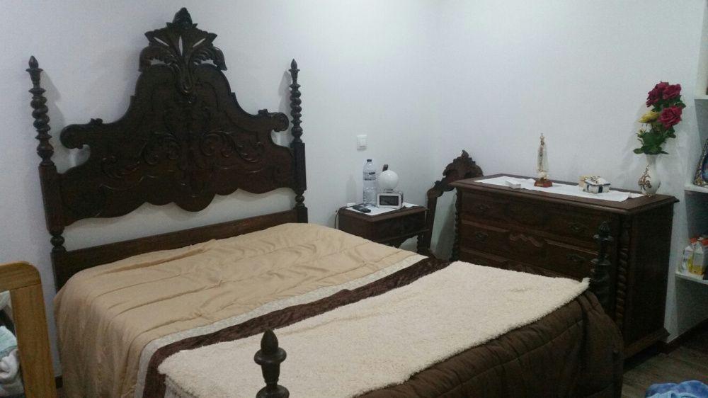 Mobília antiga em muito bom estado