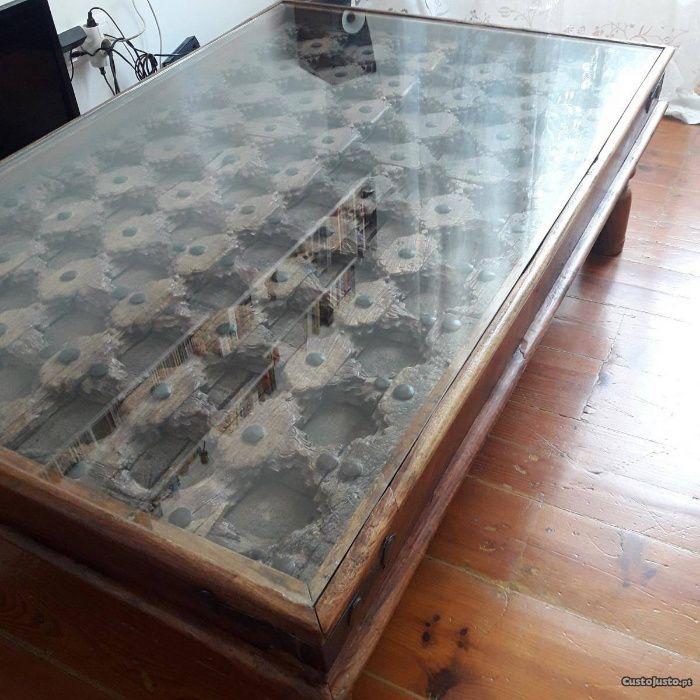 Mesa de centro de sala em madeira Teka