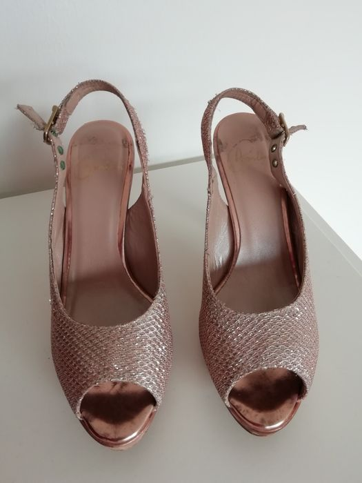 a8ee5fc93 Sandálias Cerimónia - Aveiras de Cima - Vendo sapatos / sandálias de  cerimónia. Cor champagne